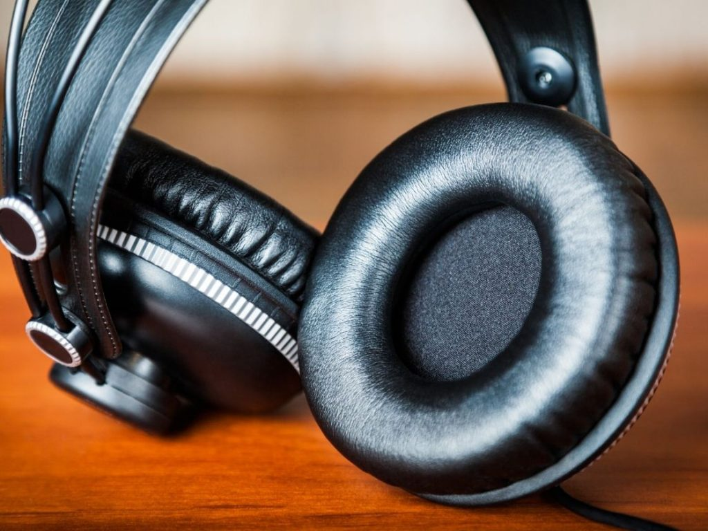 Home Studio Headphones is on of the 3 Essential Tools for a Blogger in Action