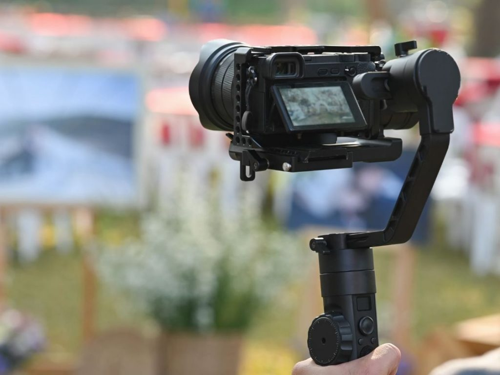 Hand stabilizer for Smartphone is one of the 3 Essential Tools for a Blogger in Action